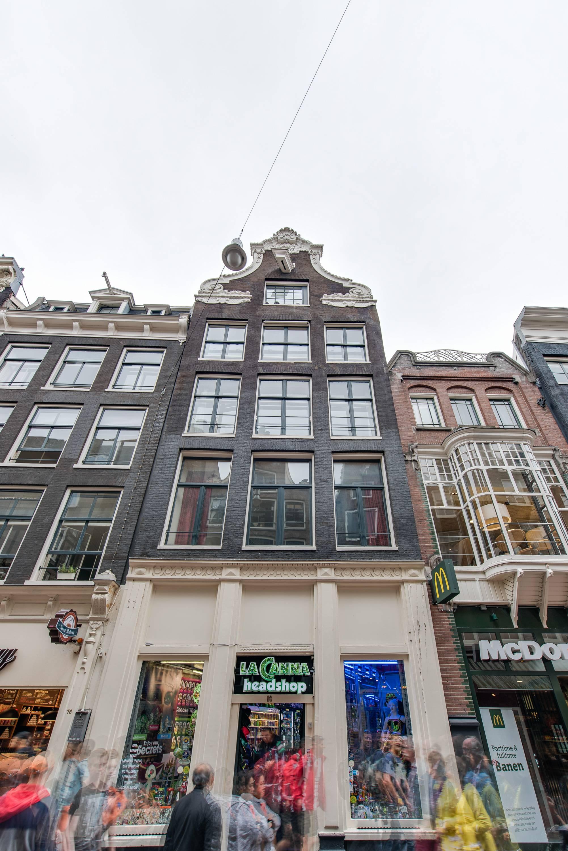 Foto van Nieuwezijds Armsteeg, Amsterdam