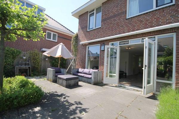 Guirlande, The Hague